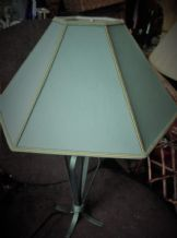 ELEGANT TABLE LAMP CAST VERDI GRIS METAL BASE & GREEN GOLD HEXAGONAL SHADE WORKS